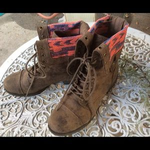 New Gently Worn Faux Suede ZIP Peruvian Boots 8